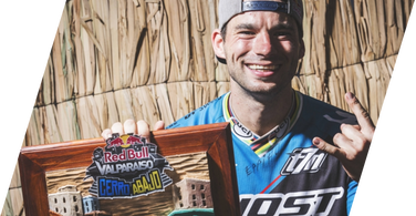 Slavik wins the hardest urban dh race in the world - Valparaiso Cerro Abajo